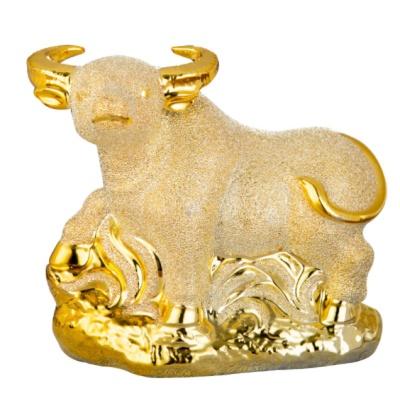 행운과 재물을 부르는 황금 송아지상