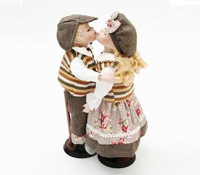 키스하는 인형 커플 - 브라운 커플