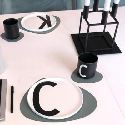 모던 삼각 테이블 매트 M 1개(색상랜덤)