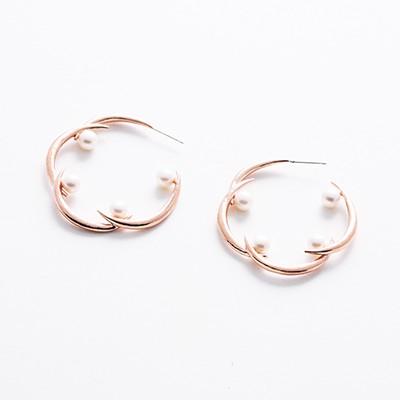 spiderweb-wh pearl hoop earrings