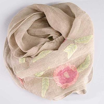 Woman daily 린넨 베이지에 핑크꽃 기계자수 스카프