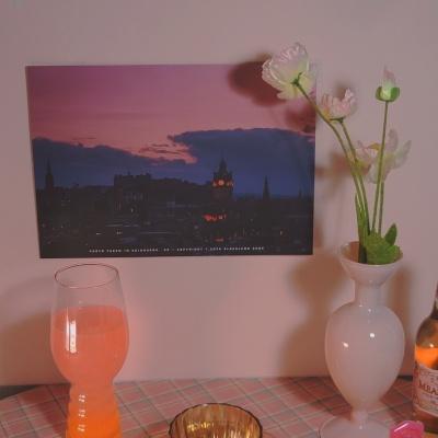 에든버러의 밤 핑크 감성 레터링 포스터