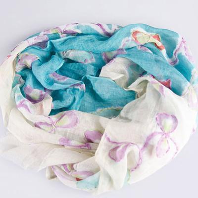 베이지에 보라색 꽃 스카프