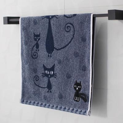 귀여운 검은 고양이 욕실수건