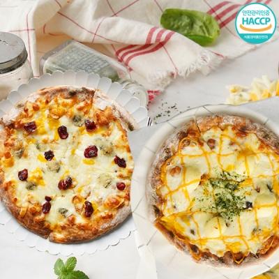 화덕에 구워낸 치즈피자+고르곤베리 피자