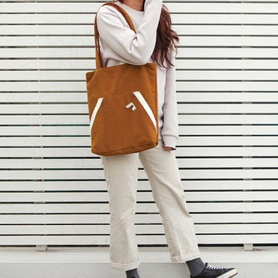 Kangaroo pocket bag _ Camel