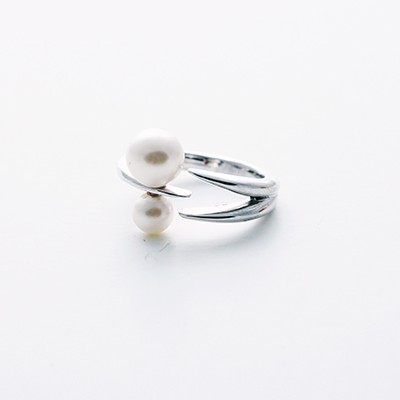 Tornado two point Pearl silver ring