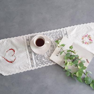 하트 자수 화이트 테이블 러너 4인(30cm x 150cm)