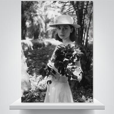 꽃을 든 햅번 - 홈데코 폼보드액자