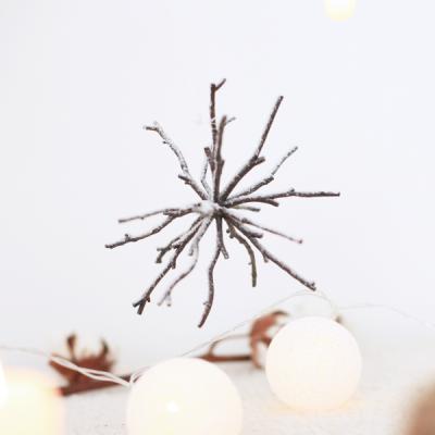 흰눈이 내린밤 트위그 나무가지 오너먼트