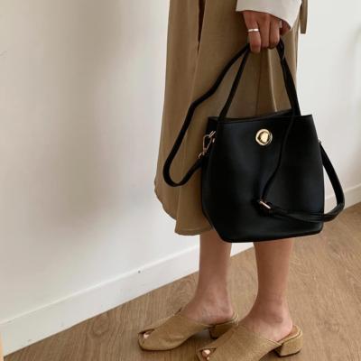 여성 숄더백 호보백 가방 데일리 비에라 버킷백