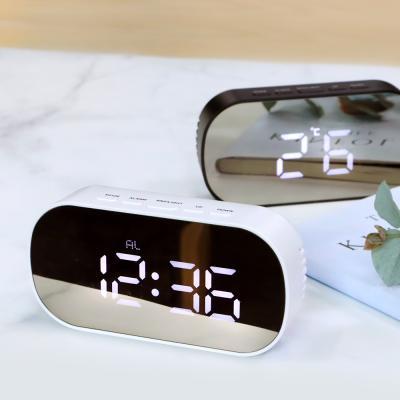 디지털 테이블 LED 탁상시계 거울 건전지 USB겸용