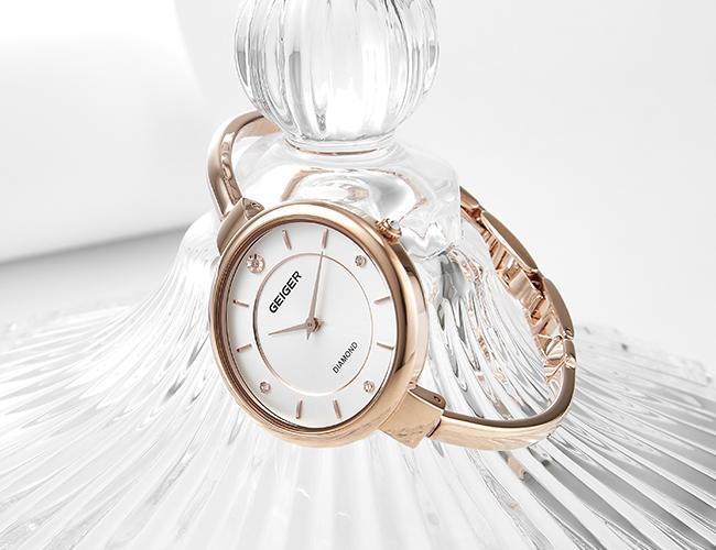 선물하기 좋은 가이거 시계