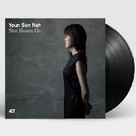 SHE MOVES ON [180G LP] [한정반]